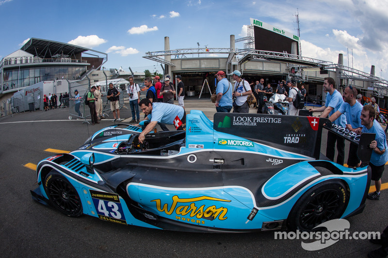 Scrutineering under bright sunshine for Morand Racing