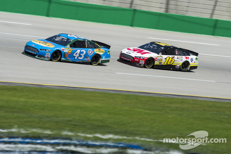 Almirola celebrates Fourth of July weekend at Daytona 400