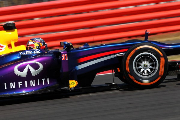 Sainz races into pole to replace Ricciardo