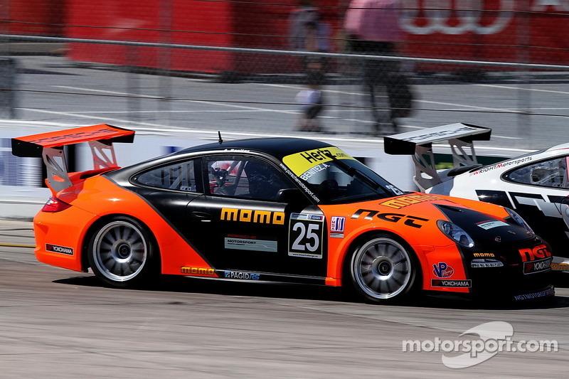 Porsche 911s battle the elements in COTA debut