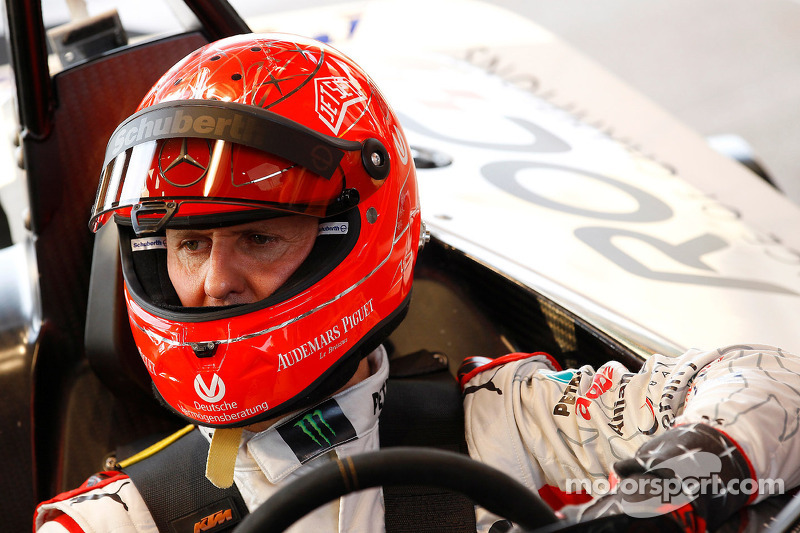 Brazilian drivers pray for Schumacher before Massa's kart race - video