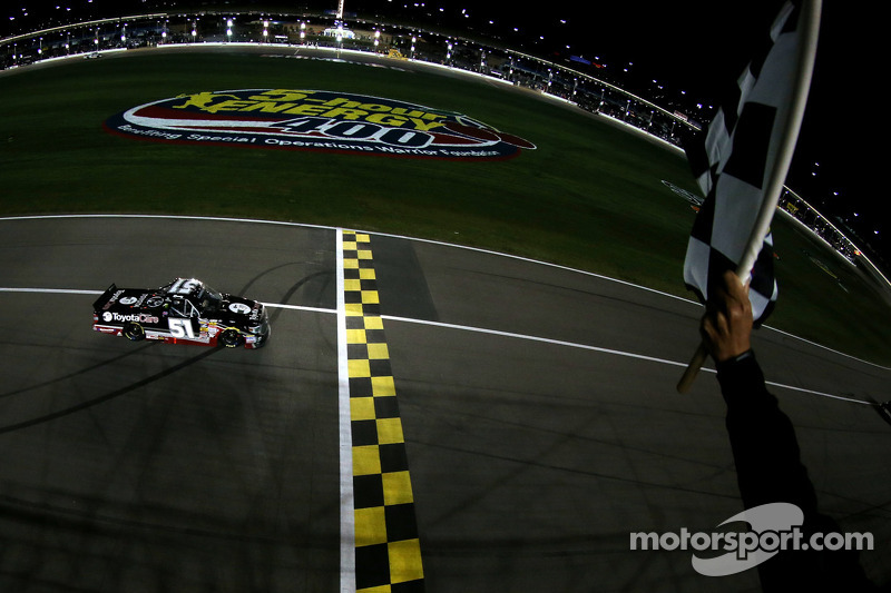 'Rowdy' cashes in on sixth Charlotte 200 win
