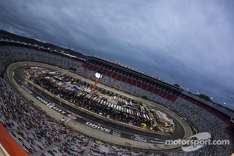 The UNOH 200 Presented by ZLOOP postponed until Thursday morning