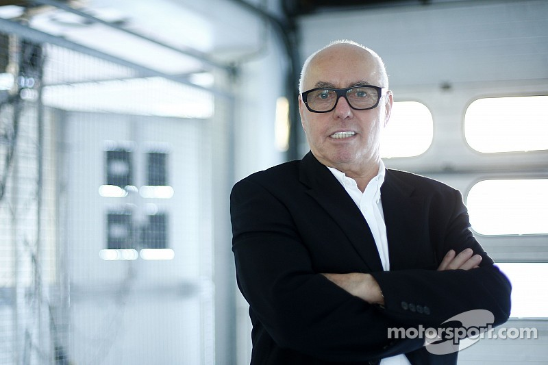 """Hans Werner Aufrecht: """"In the future, the races have to be decided behind the steering wheel again."""""""