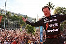 Robby Gordon gets enthusiastic welcome by Dakar fans