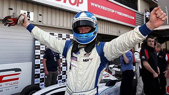 Jolyon Palmer apre il campionato