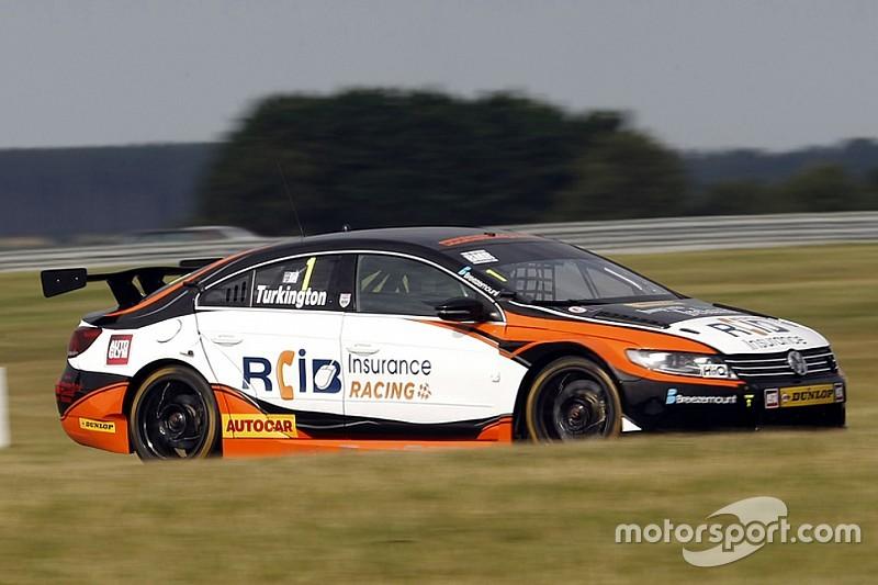 Snetterton BTCC: Turkington leads all-VW top three in qualifying