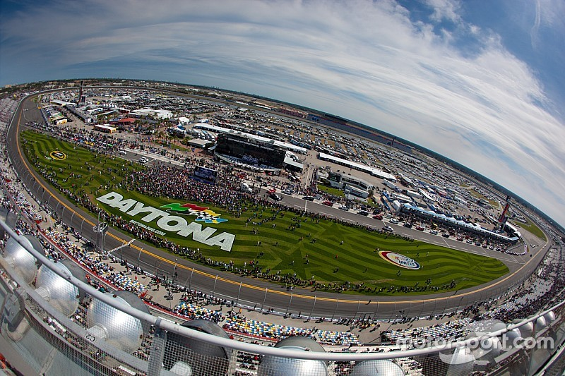 NASCAR releases 2016 Sprint Cup and Xfinity Series schedules