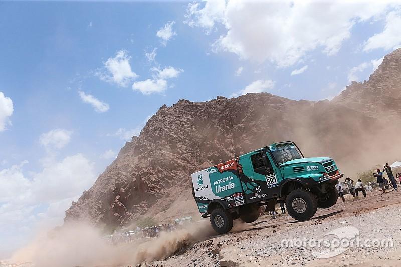 Dakar trucks: De Rooy wint en deelt forse tik uit aan concurrentie
