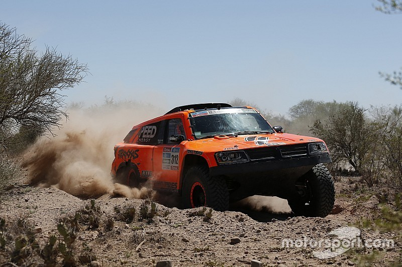 Robby Gordon presses on in Dakar Rally with eleventh place finish in stage eleven