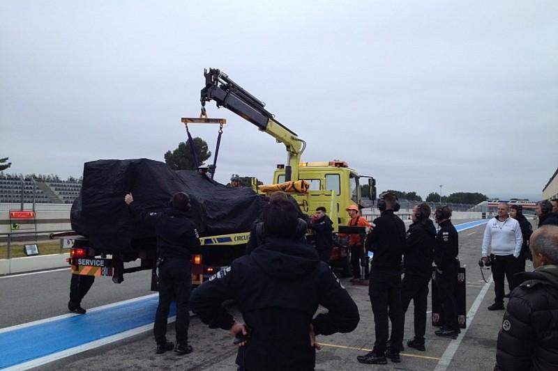McLaren другий день поспіль сходить