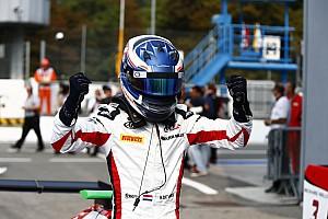 """GP3 Nieuws De Vries na eerste overwinning in GP3: """"Eindelijk"""""""