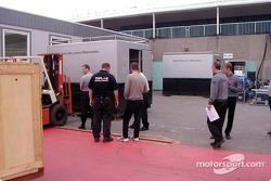 McLaren setting up