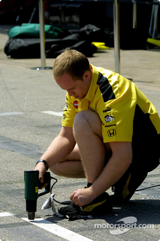 Preparing the pitstop marks