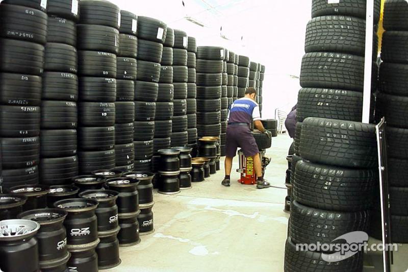 Michelin man preparing the tires