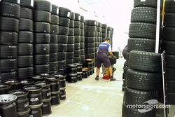 Michelin man preparing the tires