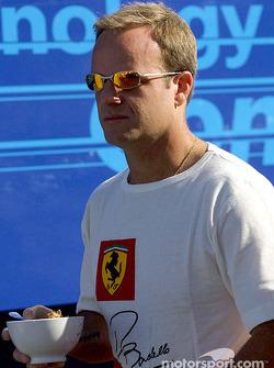 Rubens Barrichello having cereals