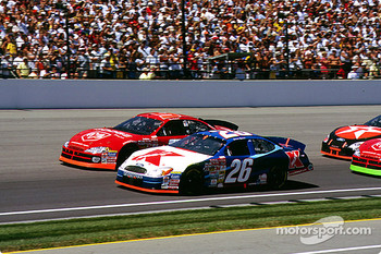 Race action: Jimmy Spencer and Bill Elliott