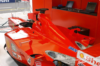 A Ferrari with no logos at Monza to share a sense of grief with the American people