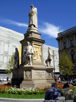 Milan: Leonardo Da Vinci monument