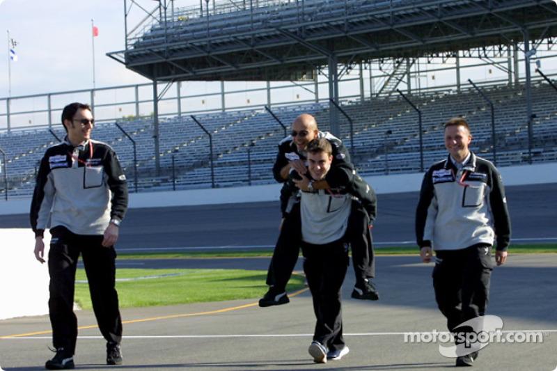 Fernando Alonso carrying Team Minardi upon his shoulders