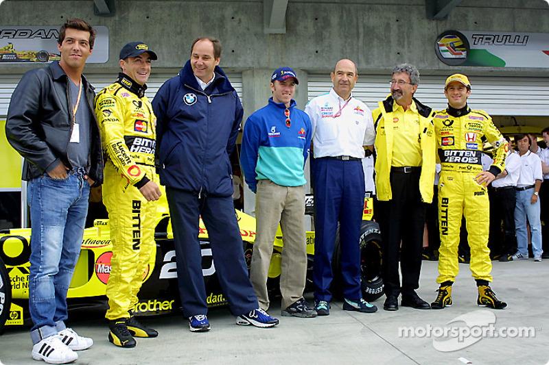 Gastón Mazzacane junto a Jean Alesi, quien celebró sus 200GP en Indianápolis, ya como piloto de Jordan. Acompañan Gerhard Berger, Nick Heidfeld, Peter Sauber, Eddie Jordan y Jarno Trulli.