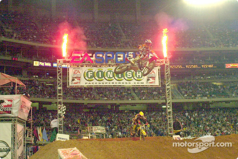 Ricky Carmichael took an easy victory in Atlanta and puts him in a tight race for first place