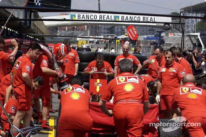 Team Ferrari practicing pitstop