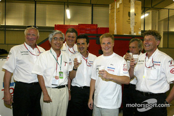 Mika Salo and Team Toyota celebrating