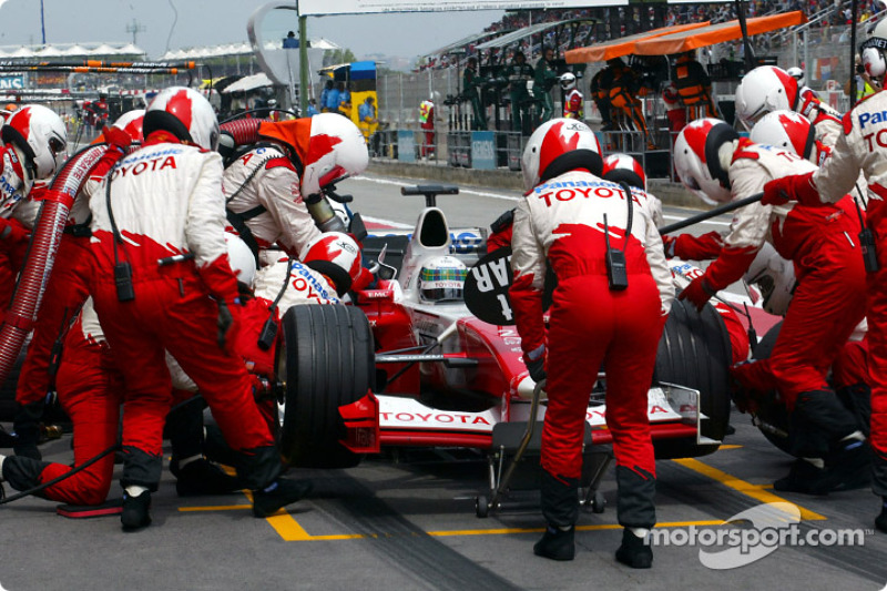 Pitstop for Allan McNish