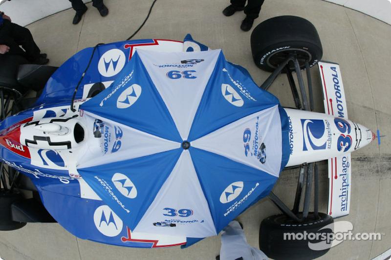 Michael Andretti under the umbrella