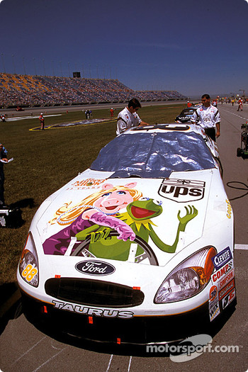 Dale Jarrett's UPS Ford Taurus celebrates 25 years of The Muppet Show