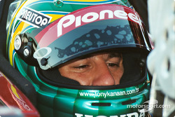 Tony Kanaan thinks of adjustments