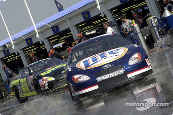 Rusty Wallace and Ricky Rudd heads for track during practice