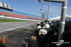 #09 Flis Motorsports team waits for pitstop