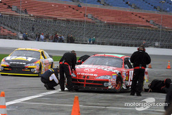 Jeremy Mayfield gets his tire temperatures checked