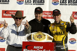 Race winner Matt Kenseth and Jack Roush celebrate