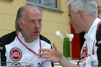 David Richards discusses with Geoff Willis