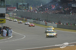 The rest of the field takes green flag