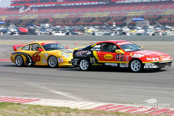 GrandAm Cup #66 battles with #42