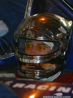 Pitstop for #29 Noel del Bello Racing Reynard 2KQ LM Lehmann: Jean-Luc Maury-Laribière