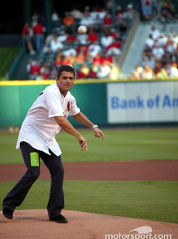 Visit at a St. Louis Cardinals baseball game: Gil de Ferran