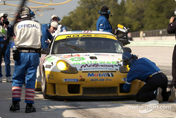 Pitstop for #24 Alex Job Racing Porsche 911 GT3 RS: Timo Bernhard, Jorg Bergmeister