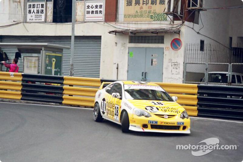 http://cdn-1.motorsport.com/static/img/mgl/100000/130000/130000/130100/130157/s8/f3-macau-gp-2003-simon-harrison.jpg