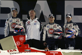 Jenson Button, David Richards, Takuma Sato and Anthony Davidson with the new BAR 006
