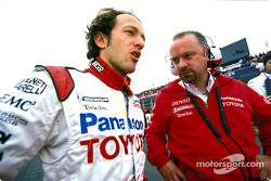 Cristiano da Matta and Mike Gascoyne on the starting grid
