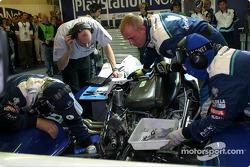 #17 Pescarolo Sport Pescarolo Judd undergoing repairs