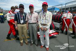 Toyota and Panasonic representatives on the starting grid