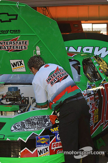 Bobby Labonte's crew working