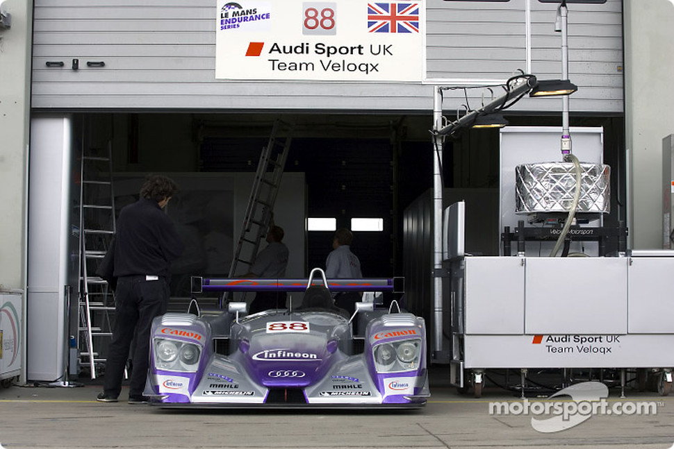 Audi Sport UK Team Veloqx pit area